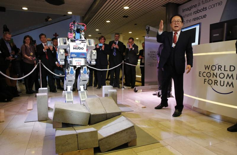 schwab_fourthindustrialrevolution_robot